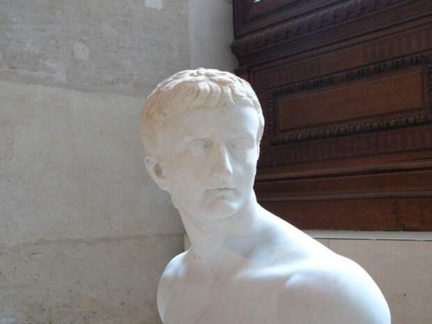 Бюст императора Тиберия в Лувре.   Фото: flickr.com.