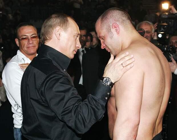 Дружил с Путиным, враждовал с братом, бил гигантов. История легендарного Емельяненко
