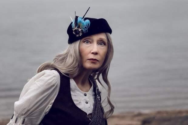 56-летняя Петербургская модель проводит тематические фотосессии