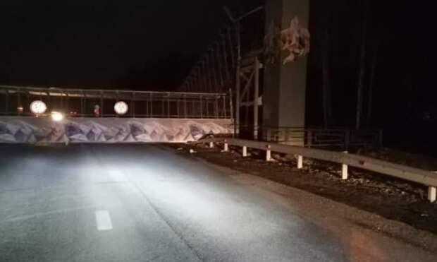 Рухнувший в Екатеринбурге пешеходный мост парализовал движение