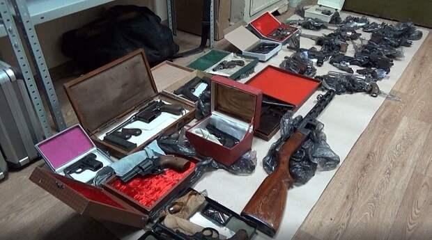 Арсенал оружия обнаружили у жителя Ижевска, попытавшегося продать охотничье ружье