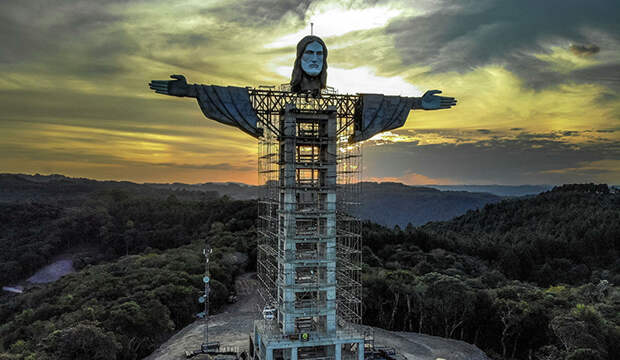 Кто и зачем возводит новую статую Христа в Бразилии и другие любопытные факты о гигантском монументе