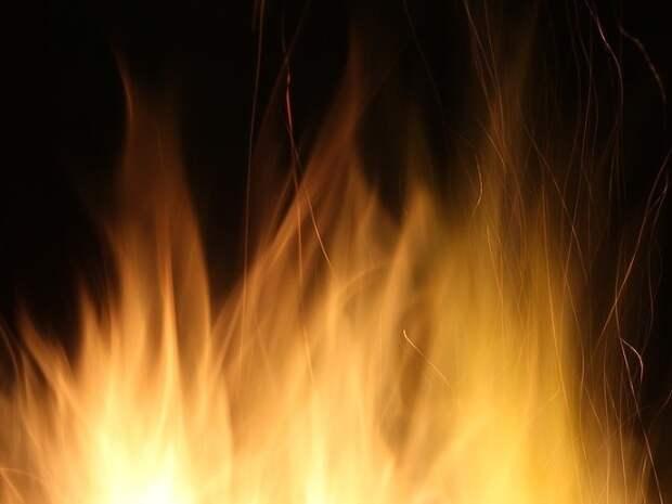 В Южно-Сахалинске сгорела гостиница, погиб человек
