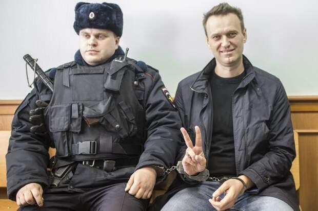 Призвал, твитнул – в тюрьму: Навального задержали за призывы к незаконным митингам
