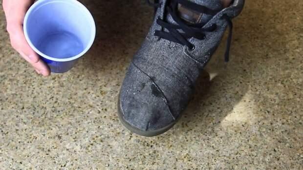Как сделать любую обувь влагонепроницаемой: осенний лайфхак