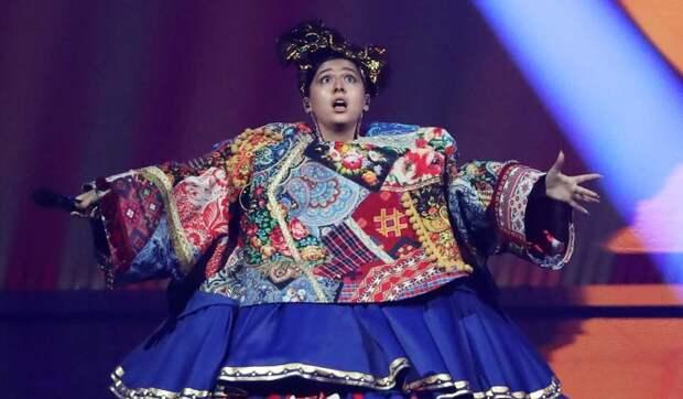 «Могло быть лучше»: костюм чайной бабы испортил номер Манижи