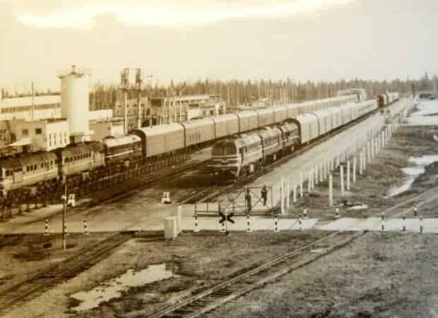 Два боевых железнодорожных ракетных комплекса на базе утилизации ядерного оружия, начало 2000-х годов