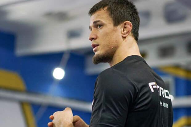 Брат Нурмагомедова одержал первую победу в Bellator