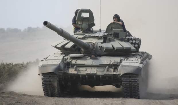 Колонны военной техники стянули под Ростов