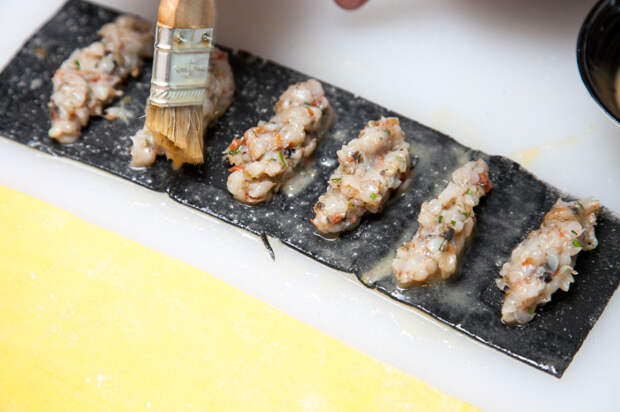 Папарделле, фаршированные кальмарами, в кабачковом песто