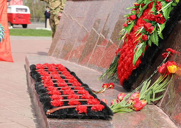 Военнослужащие Энгельсского соединения дальней авиации почтили память павших в Великой Отечественной войне