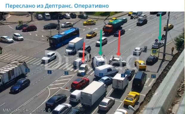 Две легковушки не смогли поделить перекресток на Бутырской