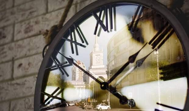 Активисты продолжают требовать перевода часов в Волгограде
