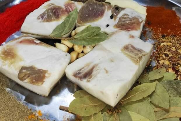 Солю вкусное сало только по рецепту моей свекрови с Кубани. Все, кто пробовал, без рецепта не уходят