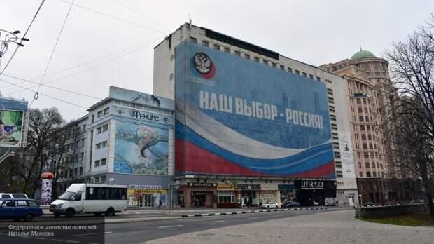 «Россия от нас никогда не уходила»: жители Донбасса назвали РФ своей Родиной