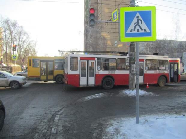 В Ижевске под колёсами троллейбуса погибла пенсионерка