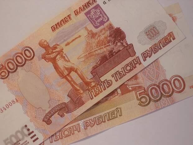 Двое крымчан расплачивались купленными в интернете фальшивыми деньгами
