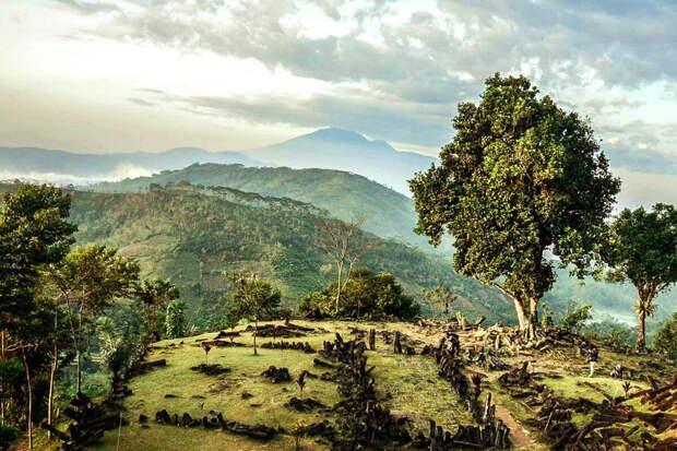 Гора Просветления (Gunung Padang)