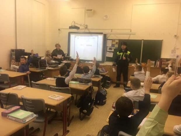 Сотрудники ОГИБДД УВД по САО провели для детей «Урок безопасности»