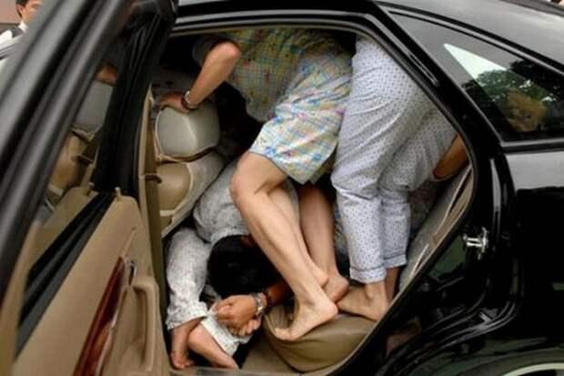Автомобиль битком - опасность для водителя.