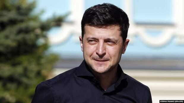 Зеленский призвал журналистов держать политиков на коротком поводке