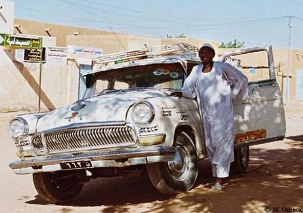 Праворукая ГАЗ-21НЮ в Судане. Копирайт на фото; помнится, когда-то оно лежало на flickr авто, волга, газ-21, олдтаймер, правый руль, редкий авто, ретро авто, экспорт