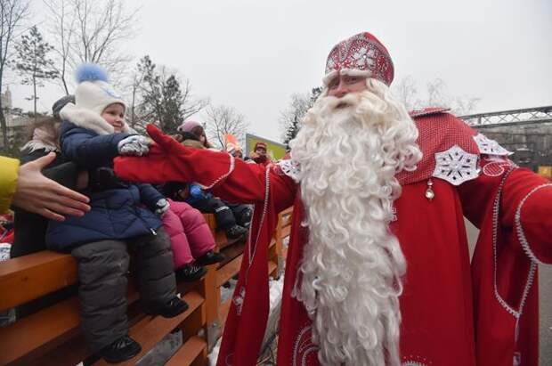 «Пережиток советского прошлого». Как Украина избавляется от Деда Мороза