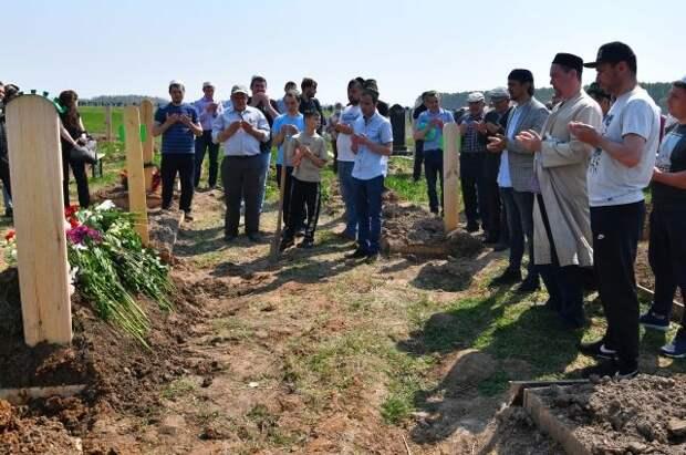 В Казани похоронили всех погибших при стрельбе в школе