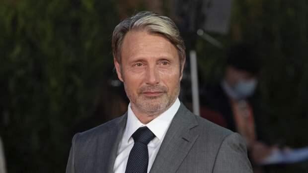 Актер Миккельсен оценил идею Голливуда выпустить ремейк «Еще по одной»