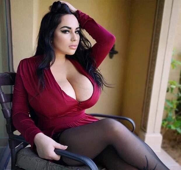Инстаграм-модель из России с десятым размером груди утверждает, что никогда не делала пластических операций