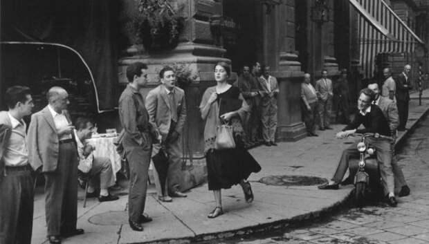 Легендарная фотосерия Рут Оркин «Американка во Флоренции»