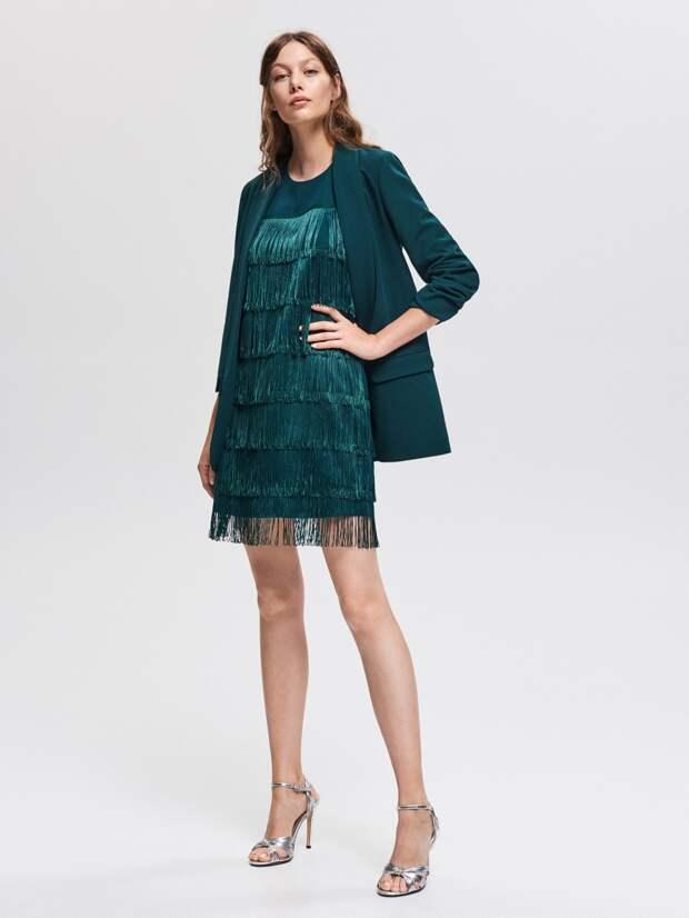Модель в платье с бахромой