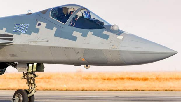 """Пилот Сытник объяснил, зачем США очерняют """"худший"""" российский Су-57"""