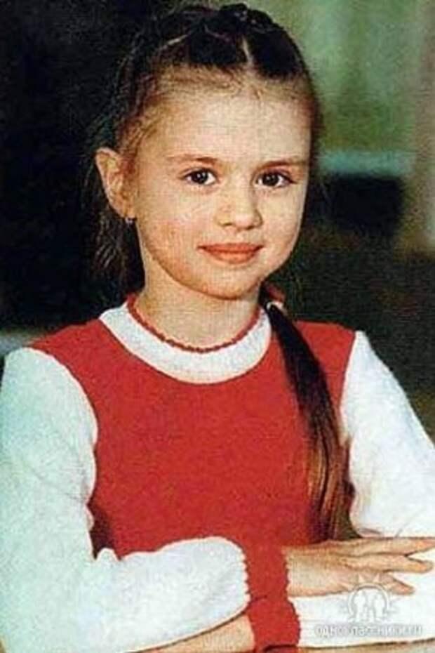Анна Семенович в детстве и юности.