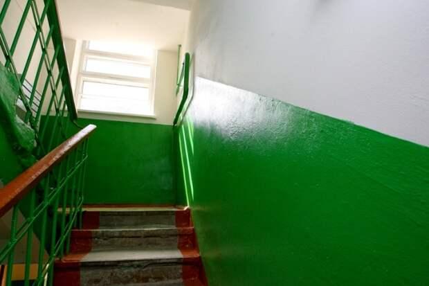 Возможно своим цветом подъезды обязаны Великой отечественной войне. /Фото: vk.com