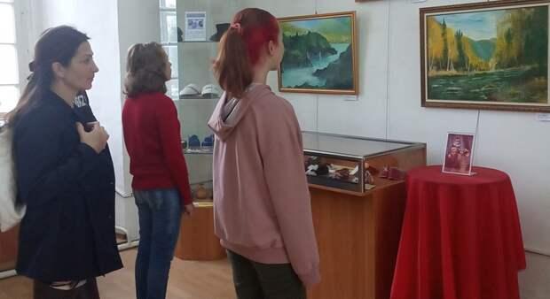 В Торопецком краеведческом музее проходит выставка живописи  «Песнь малой родине. Горный Алтай»