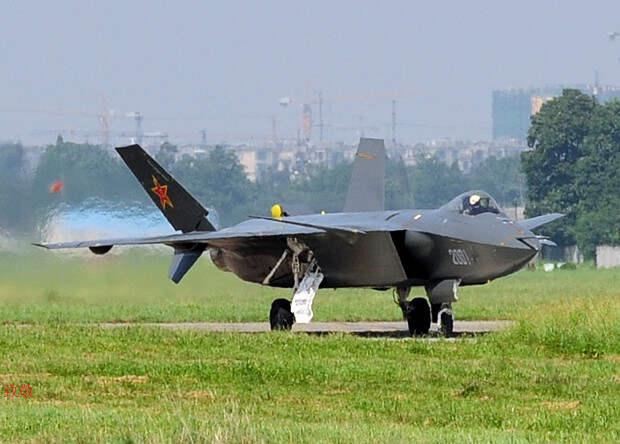 Китай принял истребитель J-20 на вооружение