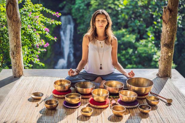Тибетские поющие чаши: как они снимают стресс и почему стоит попробовать