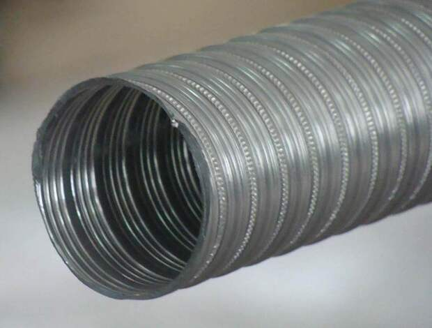 500 Вт солнечный <a href='http://econet.ru/articles/tagged?tag=%D0%B2%D0%BE%D0%B7%D0%B4%D1%83%D1%88%D0%BD%D1%8B%D0%B9' target='_blank'>воздушный</a> коллектор из гофрированной воздуховодной трубы