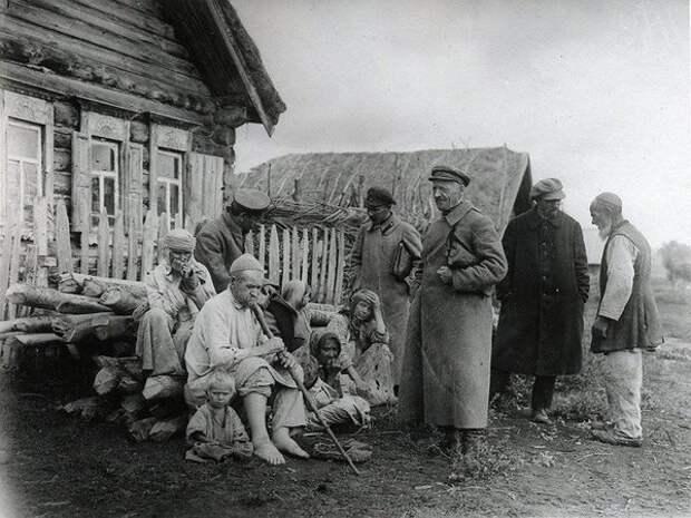 Оригинальный способ выкачивания хлеба у крестьян, придуманный советскими властями в 1927-28 годах