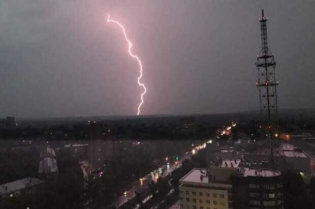 МЧС объявило штормовое предупреждение в Москве и области