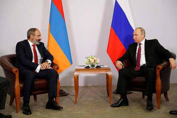 Путин обсудил с Пашиняном ситуацию в Карабахе