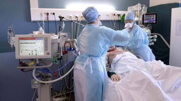 Почти 400 больных коронавирусом петербуржцев подключили к ИВЛ