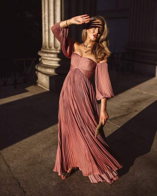 Платье плиссе: 15 идей, чтобы выглядеть эффектно и сногсшибательно