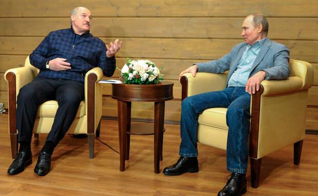 Лукашенко подарил Путину белорусские хамон и сыр