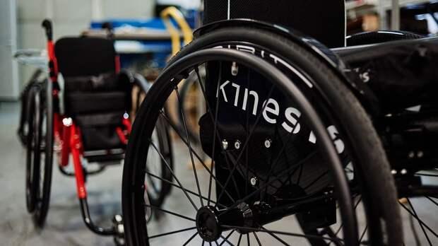 «Ребенок хочет двигаться»: как коляски активного типа помогают детям с инвалидностью