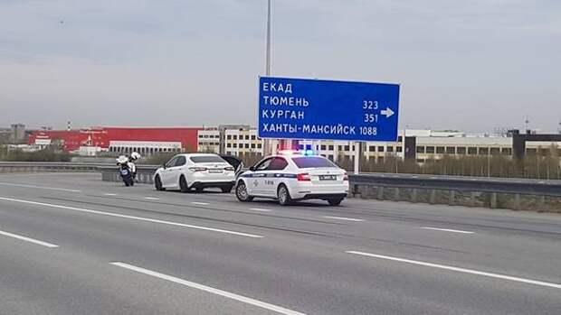 В столице Урала для задержания нетрезвого водителя сотрудники спецбатальона УГИБДД применили табельное оружие