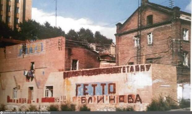 """Жители бывшего владивостокского """"чайнатауна"""", Миллионки, выразили благодарность мэру Евгению Блинову с помощью граффити. история, факты, фото"""