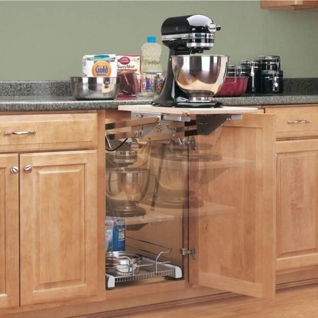 выдвижная полка позволит создать дополнительное рабочее пространство на кухне