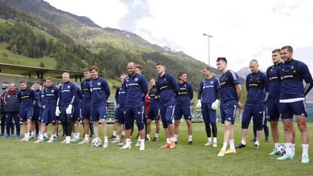 Российская сборная по футболупригласила болельщиков на тренировку